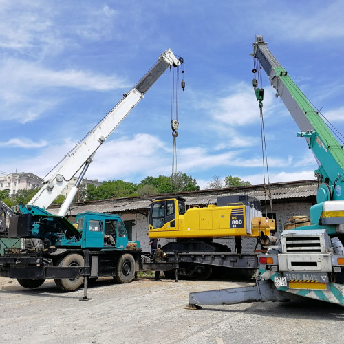 Excavator delivery by rail